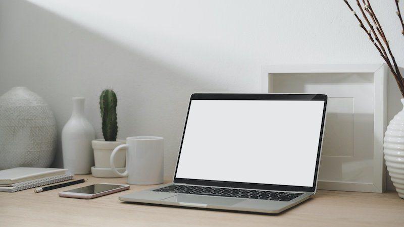 Bild_ Macbook mit leerem Bildschirm